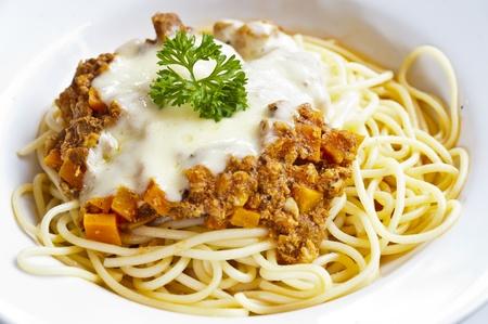spaghetti con crema de carne y verduras Foto de archivo