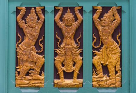 Marqueter�a tailand�s decorado en la pared del templo