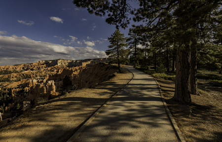 Trail along Bryce Canyon cliff