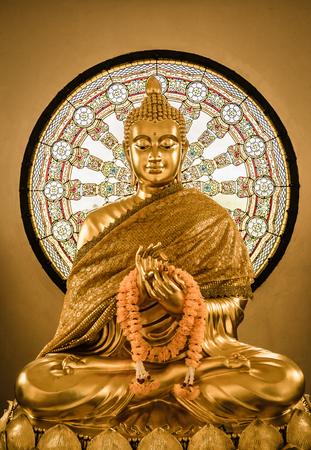 bouddha: Statue de Bouddha et Wheel of life fond fabriqu�s � partir de la mosa�que