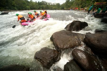 PRAJINBURI,THAILAND -AUGUST 19     Rompho  team in action at Rafting racing Hinperng s got challenge 2012 on Saiyai river in Khao Yai National park on August 19,2012 in Prajinburi,Thailand