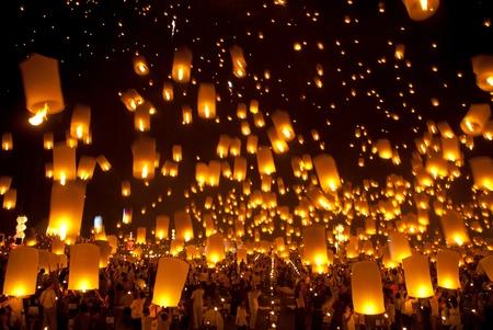 yeepeng: Balloon lantern at night