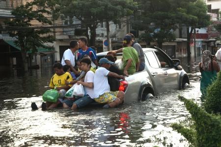 Bangkok, Thailand - OCTOBER 30  Heavy flooding from monsoon rain arriving in Bangkok suburbs on October 30, 2011 in Bangkok, Thailand   Stock Photo - 16680401