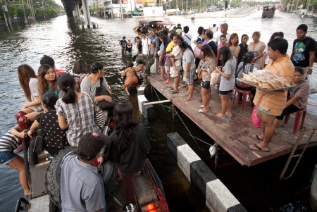 BANGKOK, THAILAND-NOVEMBER 11  Transportation of people in the streets flooded after the heaviest monsoon rain in 50 years in the capital on November 11, 2011 Phahon Yothin Road, bangkok, Thailand   Stock Photo - 16680391