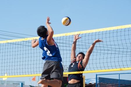 pelota de voley: Voleibol de playa en Tailandia 40o Juegos Universitarios Editorial
