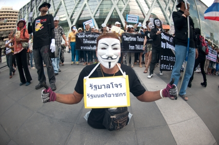guy fawkes mask: Bangkok,Thailand-June 9,2013   Unidentified demonstrators from the anti- government V for Thailand group wear Guy Fawkes masks to protest against the government outside at the shopping mall on June 9,2013 in Bangkok,Thailand