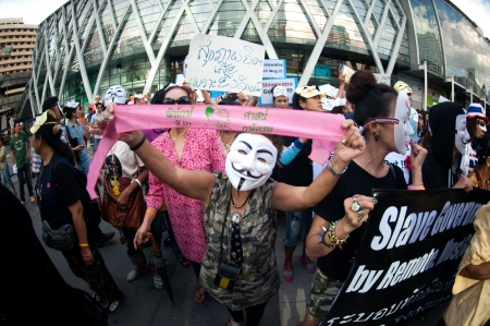 fawkes: Bangkok,Thailand-June 9,2013   Unidentified demonstrators from the anti- government V for Thailand group wear Guy Fawkes masks to protest against the government outside at the shopping mall on June 9,2013 in Bangkok,Thailand