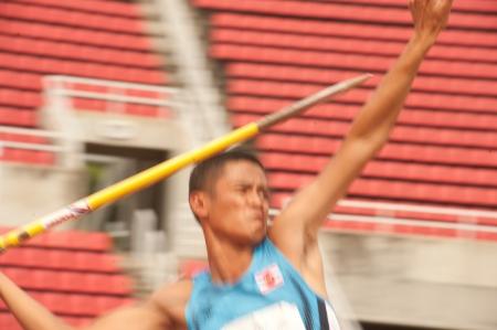 lanzamiento de jabalina: Jugador Javelin Throw acci�n en el Abierto de Tailandia Campeonato de atletismo 2013