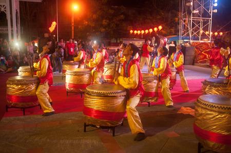 Chinese drumdansshow in Chinees Nieuwjaar Redactioneel
