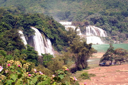 county side: Ban Gioc Falls or Detian Falls are 2 waterfalls located in Daxin County on the Chinese side, and in the district of Trung Khanh, on the Vietnamese side. Stock Photo