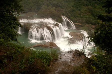transnational: Datian waterfall ( Virtuous Heaven waterfall ) in Asias largest transnational waterfall,China .