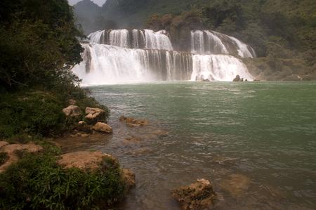 transnational: Datian waterfall ( Virtuous Heaven waterfall ) in Asias largest transnational waterfall,China .