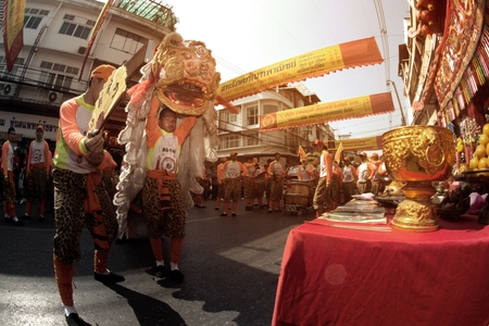 NAKORN SAWAN , THAILAND - FEBRUARY 8 , 2019 : Unidentified people show of the Hainan tiger dancing in parade and respecting the Ancestor worship table in Chinese New Year celebration on street.