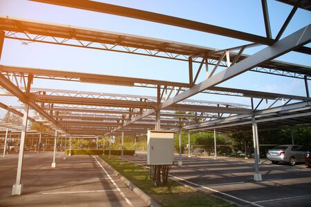 Solar power panels installed on the roof of the parking lot. Which is the most efficient use Due to the limited area. Stockfoto