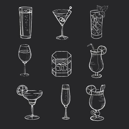 cocteles de frutas: Mano dibujada Diferente bebidas en la pizarra. Vectores