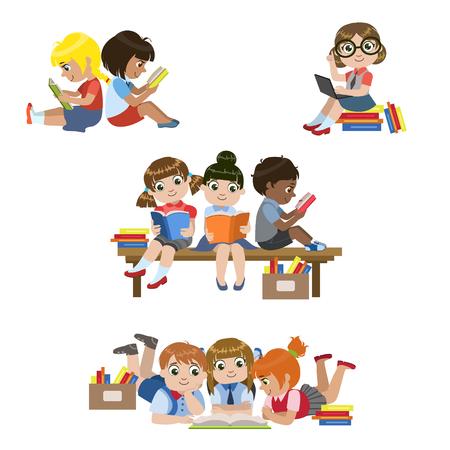 niños de diferentes razas: Los niños la lectura de libros conjunto de coloridas simple Dibujos de Diseño del vector aislados sobre fondo blanco