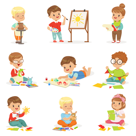 Little Kids In Art Class In School Doing Different Creative Activities, Painting , Working With Putty And Cutting Paper. Vettoriali