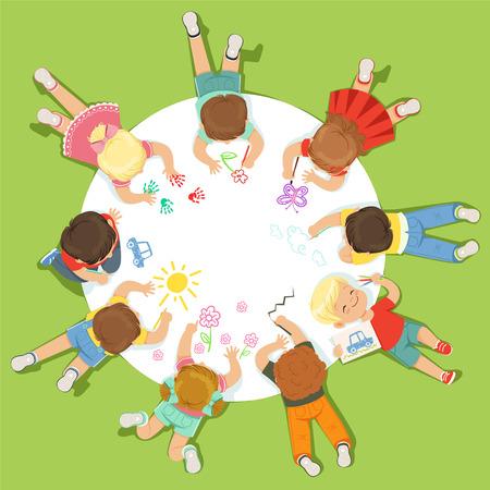 Liegende kleine Kinder, die auf einem großen runden Papier malen. Ausführliche bunte Illustration der Karikatur Standard-Bild - 75444871