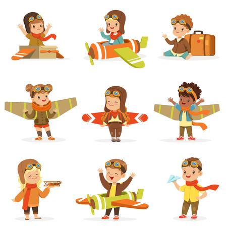 장난감 파일럿 사랑 스럽다 만화 캐릭터와 함께 재생하는 비행기를 조종하는 것을 꿈꾸는 파일럿 의상에서 작은 아이들. 행복 한 아기와 함께 귀여운