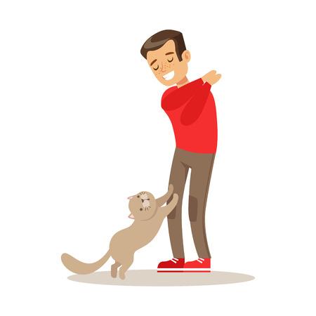 Lachende jongen speelt met zijn grijze kat. Kid heeft plezier met het spelen en verzorgen van zijn huisdier. Kleurrijke cartoon karakter vector illustratie geïsoleerd op een witte achtergrond