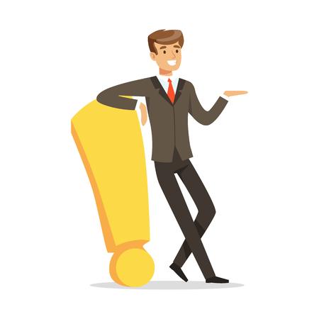 Glimlachende zakenman die en zich tegen een rode uitroepteken vectorillustratie bevinden leunen