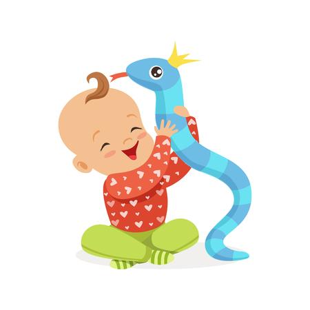 Dulce sonriente bebé jugando con serpiente de juguete, coloridos personaje de dibujos animados vector Foto de archivo - 81126758
