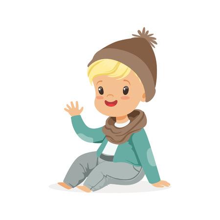 갈색 모자와 스카프 앉아있는 귀여운 작은 금발 소년 다채로운 만화 캐릭터 벡터 일러스트 스톡 콘텐츠 - 81146157