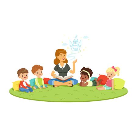 Leraar die een sprookje leest voor kinderen terwijl ze zit op een tapijt, kinderen onderwijs en opvoeding op school, kleuterschool of kleuterschool, kleurrijke personages