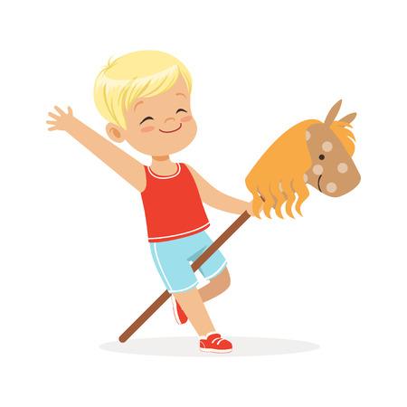 Leuk glimlachend weinig jongen die op houten stokpaard berijden, kleurrijke karakter vectorillustratie