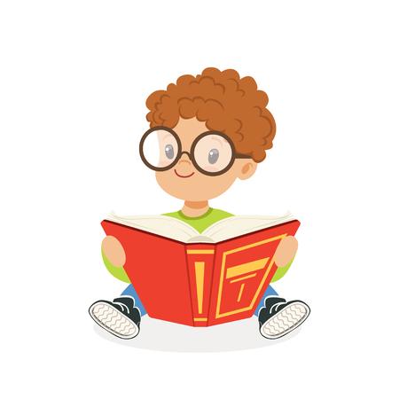 Leuke roodharigejongen die glazen draagt ??die een boek, jong geitje lezen die van lezing, kleurrijke karakter vectorillustratie genieten