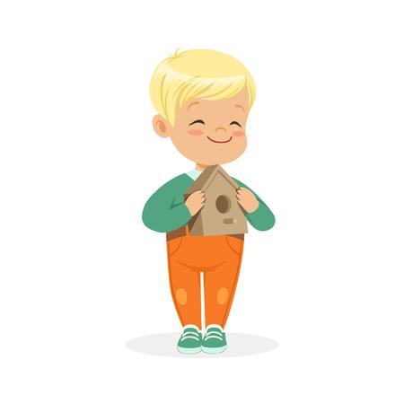 Leuk glimlachend weinig jongen die en vogelhuisbeeldverhaal vectorillustratie bevinden zich houden