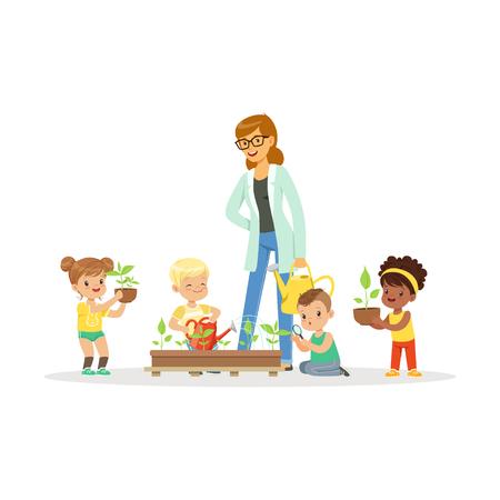 Leuke meisjes en jongens helpen hun leraar om planten te verzorgen tijdens de plantkunde les, voorschoolse educatieve activiteiten cartoon vector illustratie