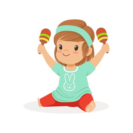 Bambina dolce che si siede sul pavimento e che gioca i maracas, giovane musicista con lo strumento musicale del giocattolo, istruzione musicale per l'illustrazione di vettore del fumetto dei bambini