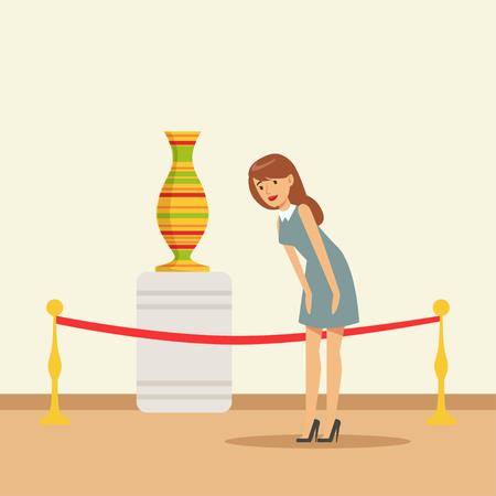 博物館の展覧会でアンティークの花瓶を見る若い女性  イラスト・ベクター素材