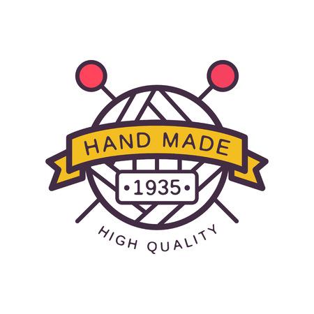 손수 만든 로고 템플릿, 1935 년부터 높은 품질, 복고풍 바느질 공예 배지, 뜨개질과 크로 셰 뜨개질 요소 벡터 일러스트 레이션