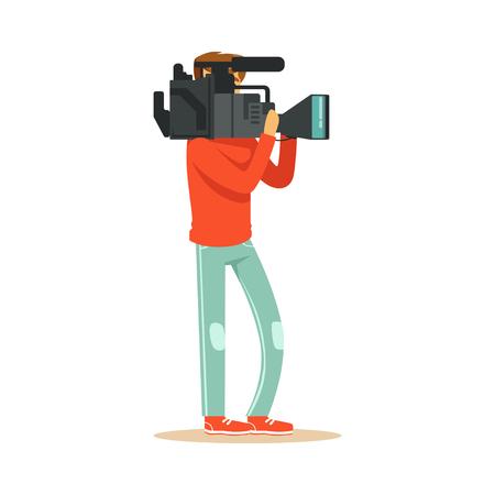 전문 카메라와 함께 서서 뉴스 자료를 녹화하는 TV 비디오 그래퍼. 영화 대원. 만화 카메라 남자 문자입니다. 직장에서 TV를 보는 사람들. 플랫 벡터 일