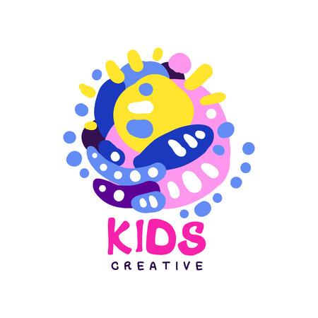 Creatief ontwerp van kinderen, kleurrijke hand getrokken badges voor kinderclub, centrum, school, kunststudio, speelgoedwinkel en andere projecten van kinderen vector illustratie
