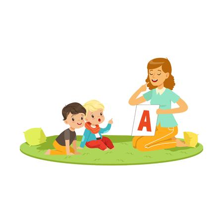 Kobieta z maluchami siedzi na okrągłym dywanie i gra w edukacyjnej grze dla rozwoju mowy. Płaskie postacie ludzi