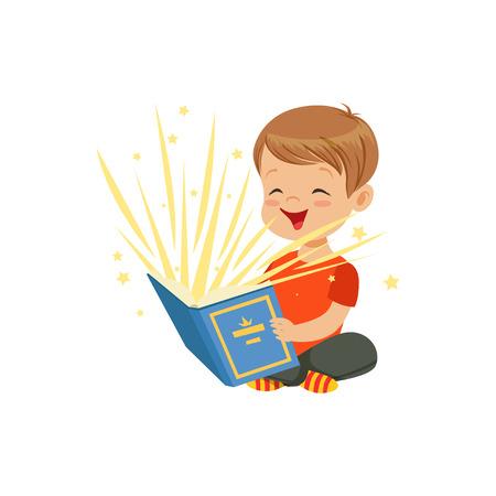 Menino sentado no chão com um livro mágico irradiando luzes brilhantes e estrelas. Kid personando histórias de fadas interessantes. Vetor plano isolado Ilustración de vector