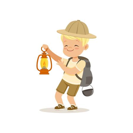 가스 램프, 야외 캠프 활동 벡터 일러스트를 들고 배낭과 정찰 의상에 귀여운 작은 소년