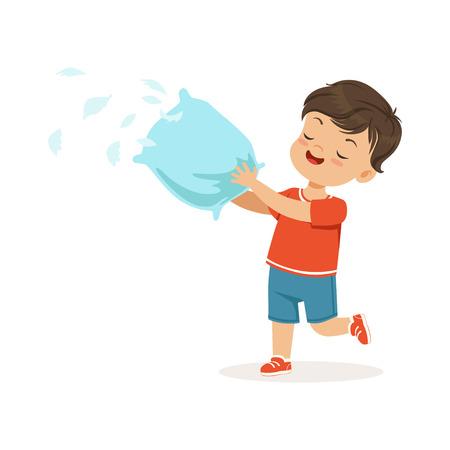 Piccolo ragazzo sveglio del bullo che solleva con il cuscino, piume che volano intorno a lui, piccolo bambino allegro di furfante, illustrazione cattiva di vettore di comportamento del bambino su un fondo bianco Archivio Fotografico - 92416870