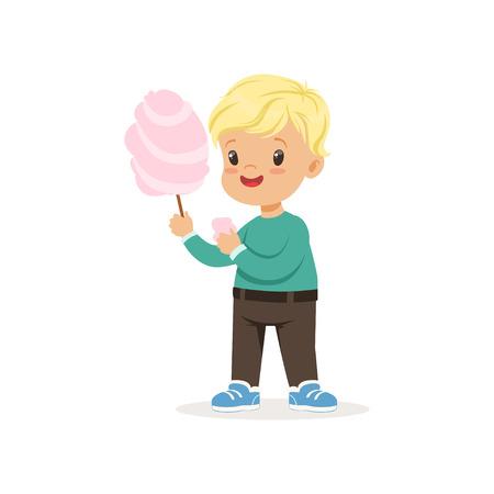 Illustratie van kleine blonde jongen met zoete suikerspin. Cartoon kind karakter dragen groene trui en bruine broek. Langportret in vlakke stijl. Vector ontwerp geïsoleerd op wit. Stockfoto - 92998449