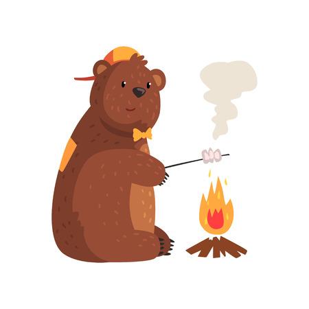 Karikaturbär, der auf Holz Feuer im Holz brät. Entzückendes Grizzlyzeichen in der orange Kappe und in der Fliege. Wildes Tier mit braunem Fell, kleinen runden Ohren und Pfoten mit Krallen. Isolierte flache Vektor-Design. Standard-Bild - 93072281
