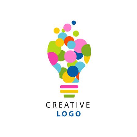 Ursprüngliche Illustration der Glühlampe für kreatives Ideenlogo. Kinder Kreativität und Development Center Label. Flacher Vektor lokalisiert auf Weiß