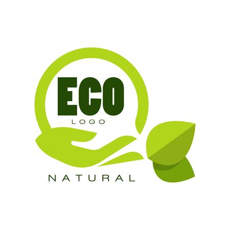 Logotipo ecológico natural, etiqueta de calidad premium con hojas verdes y mano humana, emblema para café, embalaje, restaurante, productos agrícolas vector ilustración aislado en un fondo blanco.