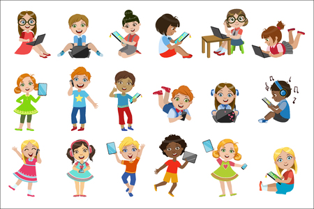 Kids With Gadgets Set 스톡 콘텐츠 - 102767425