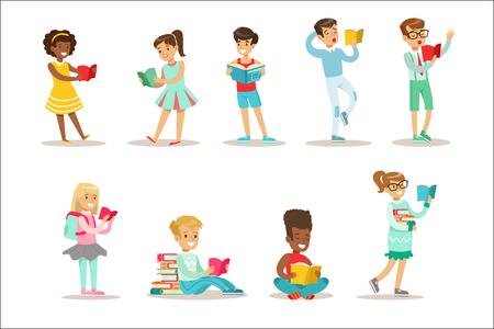 Niños que aman leer un conjunto de ilustraciones con niños que disfrutan leyendo libros en casa y en la biblioteca. Colección de ratones de biblioteca adolescente de personajes de dibujos animados vectoriales sonriendo y disfrutando de su pasatiempo.