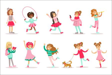 Felice e il loro comportamento classico previsto con giochi girly e abiti rosa insieme di illustrazioni di ruolo bambino femminile tradizionale. Raccolta di ragazze adolescenti sorridenti e i loro interessi illustrazioni vettoriali piatte.
