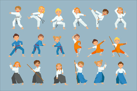 Niños en el entrenamiento de artes marciales conjunto de dibujos vectoriales aislados de colores brillantes en un diseño simple de dibujos animados sobre fondo azul