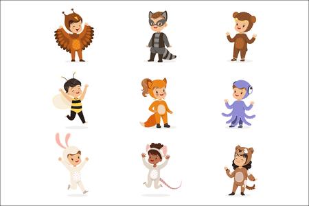 Tipos de disfraces de animales disfrazados felices y listos para la fiesta de disfraces de Halloween Conjunto de lindos bebés disfrazados. Niños sonrientes vestidos como ilustraciones de dibujos animados vectoriales de insectos y vida silvestre.